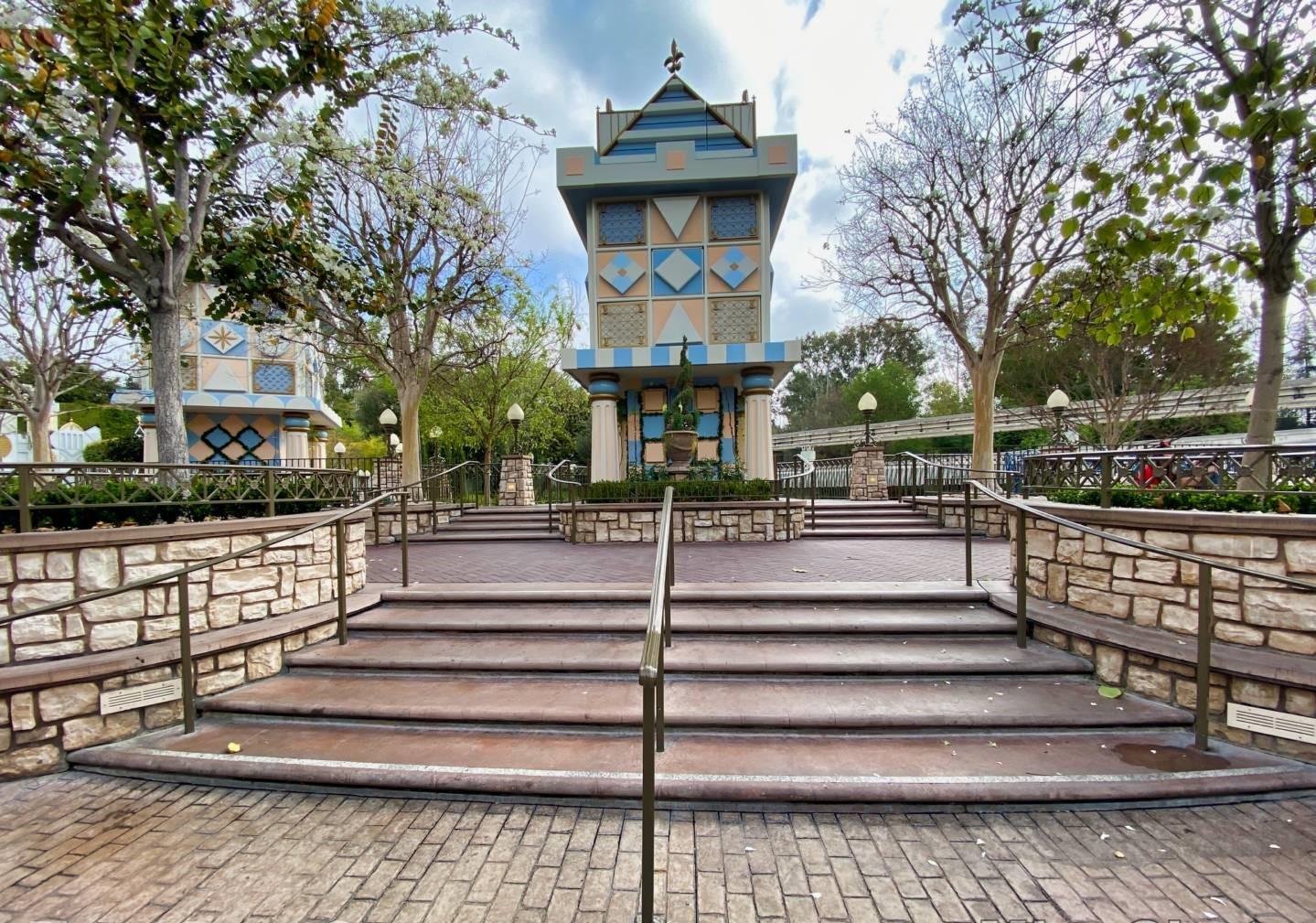 Disneyland-news-fantasyland-small-world-mall-seating-1