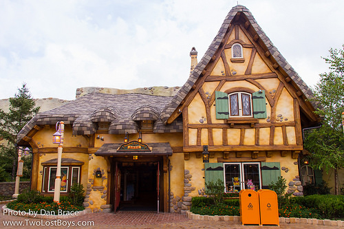 """THEME PARK IN SHANGHAI, CHINA – """"FOREST RETAIL SHOP"""""""